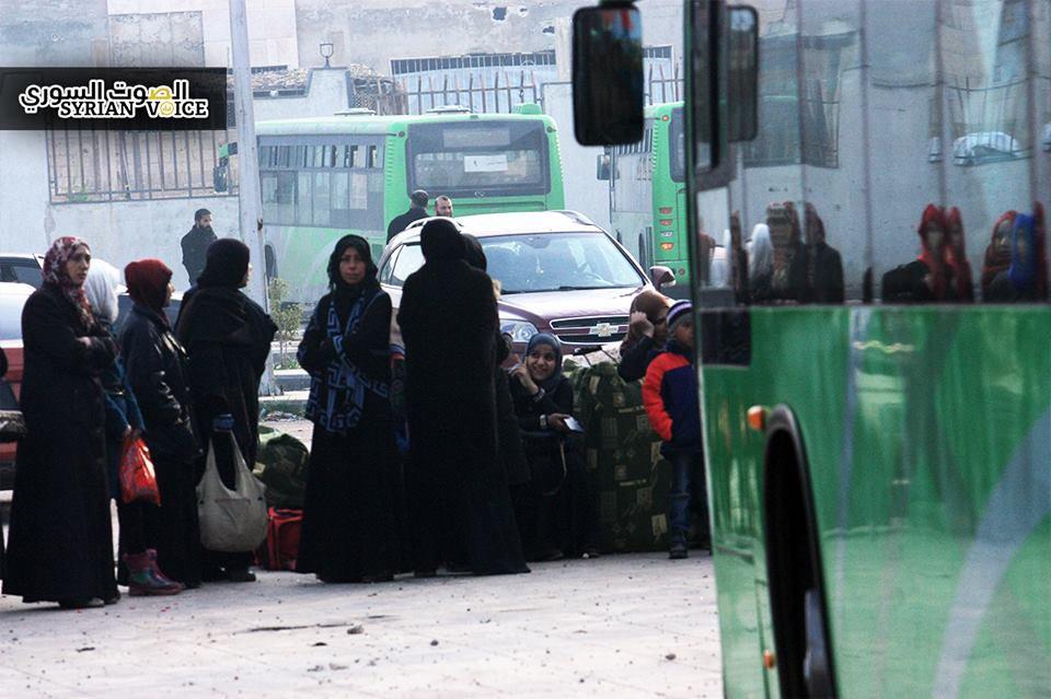 الوعر: النقص في شاحنات نقل الأمتعة يحرم نصف مهجريّ الدفعة الثالثة من الخروج